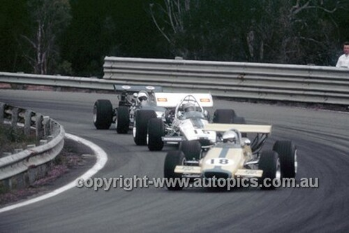 70660 - C. Millis, Elfin 600C & F. Radisich, McLaren M10B - Warwick Farm 1970 - Photographer Russell Thorncraft