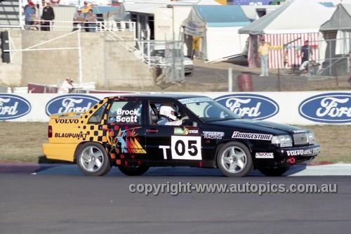 94045 - Peter Brock & Tony Scott, Volvo 850 T-5 - Hardie Ferodo 12 Hour Bathurst  1994 - Photographer Marshall Cass