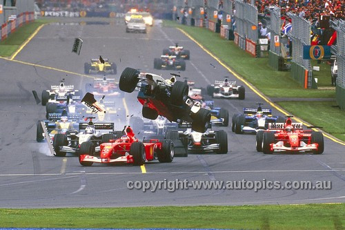 202514 - Ralf Schumacher Flies over rubens Barichello's Ferrari - Australian Grand Prix 2002 - Albert Park