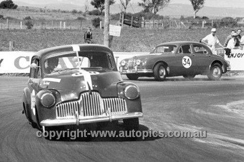 63036 - Max Stahl, Holden FX - Winning the 1963 Easter Bathurst Feature Race - Max Stahl Collection
