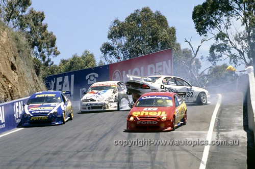 99730 - J.Bright / C.Baird & D.Johnson / S.Johnson avoid the collision between T.Mezera/T.Ricciardello & G.Tander/J.Bargwanna - Bathurst FAI 1000 1999 - Photographer Marshall Cass