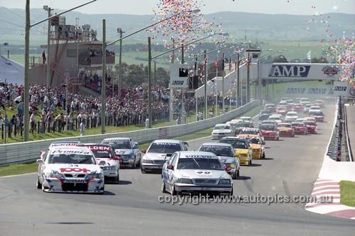 98829 - Start of the AMP 1000 Bathurst 1998 - Photographer Marshall Cass