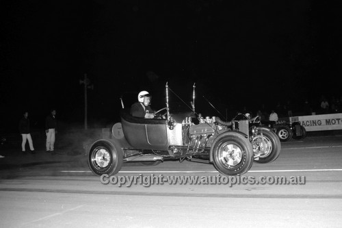 67947 - Surfers Paradise Drags 26th August 1967 - Photographer Lance J Ruting