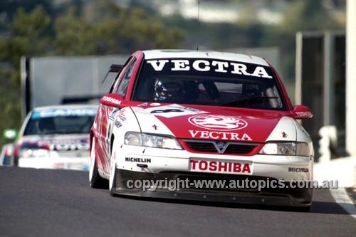 98845 - DEREK WARWICK / JOHN CLELAND, VAUXHALL VECTRA - AMP 1000 Bathurst 1998 - Photographer Marshall Cass