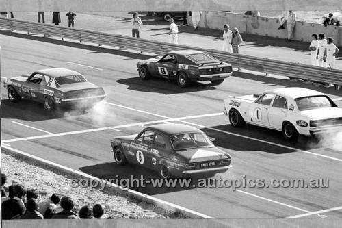 72384 -  Allan Moffat Mustang, Bob Jane Camaro, Ian Geoghegan Super Falcon & Mike Stillwell Escort - ATCC Adelaide 1972