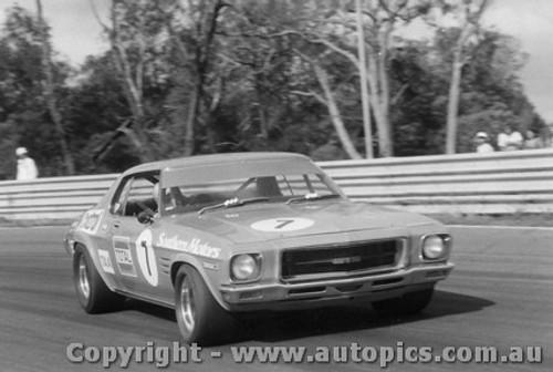 72008  -  Bob Jane  -  Holden Monaro - Warwick Farm 1972