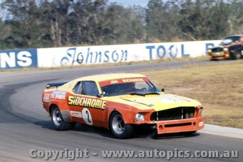 75002  -  Jim Richards  -  Ford Mustang - Oran Park 1975