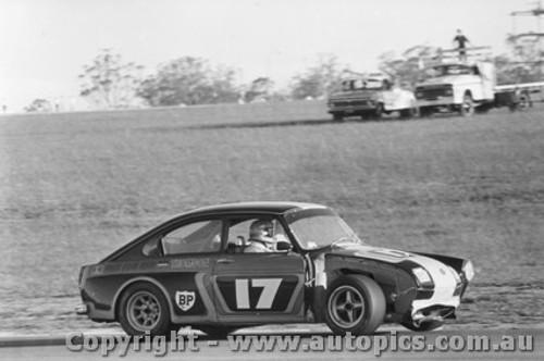 75007  -  Bryan Thomson  - Volkswagen VW Chev -Oran Park 1975