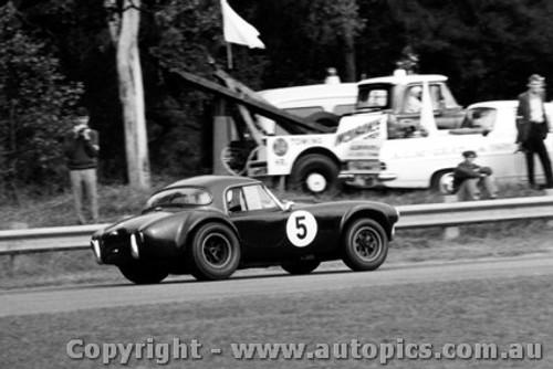 67411  -  Thorpe  -  AC Cobra V8 - Warwick Farm 1967 - Photographer David Blanch