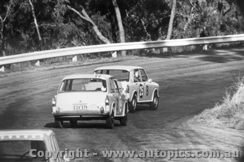 67705  -  Hodgins / Nipperess & Richardson / Whiteman  -  Bathurst 1967 - Morris 1100S