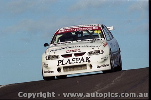 Bathurst FIA 1000 15th November 1999 - Photographer Marshall Cass - Code MC-B99-1016