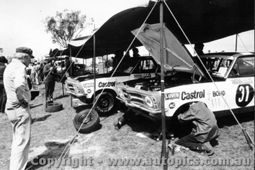 71711  -  C. Bond - The Pitt Area  -  Bathurst 1971 - Class D winner - Holden Torana XU1