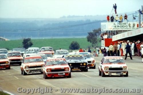 74701  - The Start of the 1974  Bathurst