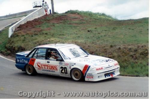 87707  -  T. Finnigan / G. Leeds   Bathurst 1987   Commodore VL