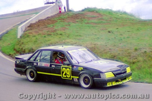 87714  -  Mulvihill / Mathews    Bathurst 1987  Commodore VK