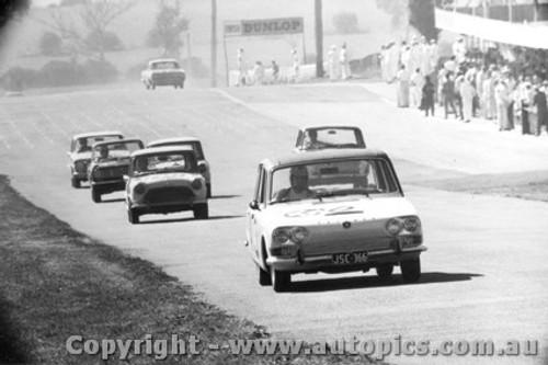67714 - Young / Thurston - Triumph  Bathurst 1967