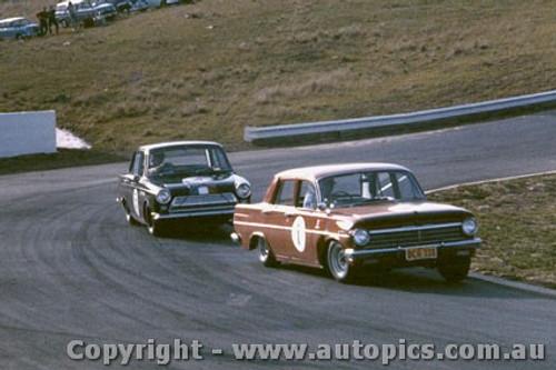 64008 - Brian Muir Holden S4 and Ian (Pete) Geoghegan Cortina GT Oran Park 1964