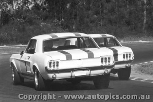 68028 - P. Geoghegan & N. Allen Ford Mustang Under Brakes into Creek corner Warwick Farm 1968 - Photographer David Blanch