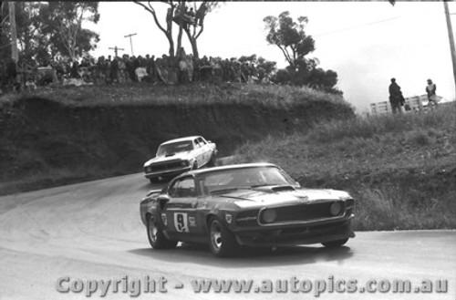 72022 - Moffat s Mustang / Geogeghan s  Falcon - Bathurst 1972