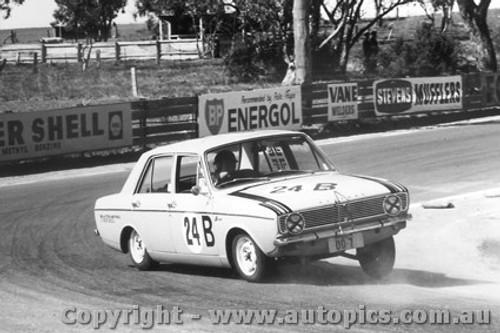 67724 - Garth / Westbury - Hillman Arrow -  Bathurst  1967