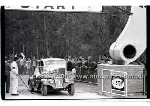 Rob Roy HillClimb 10th August 1958 - Photographer Peter D'Abbs - Code RR1658-104