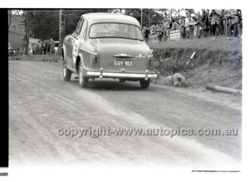 Rob Roy HillClimb 10th August 1958 - Photographer Peter D'Abbs - Code RR1658-109