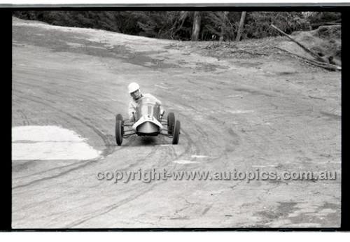 Rob Roy HillClimb 10th August 1958 - Photographer Peter D'Abbs - Code RR1658-115