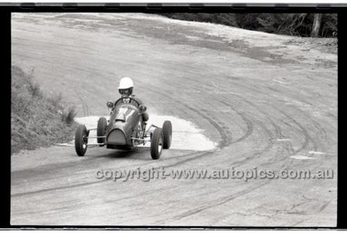 Rob Roy HillClimb 10th August 1958 - Photographer Peter D'Abbs - Code RR1658-117