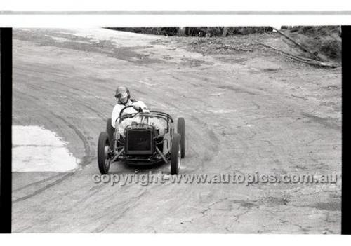 Rob Roy HillClimb 10th August 1958 - Photographer Peter D'Abbs - Code RR1658-123