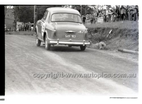 Rob Roy HillClimb 10th August 1958 - Photographer Peter D'Abbs - Code RR1658-132