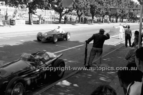 Albert Park 1956 - Photographer Peter D'Abbs - Code 56-AP-046