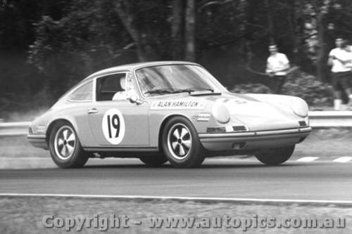 68044 - A. Hamilton Porsche 911 - Warwick Farm 1968