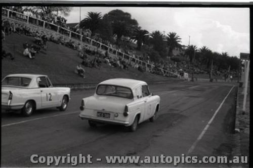 Geelong Sprints 28th August 1960 - Photographer Peter D'Abbs - Code G28860-17