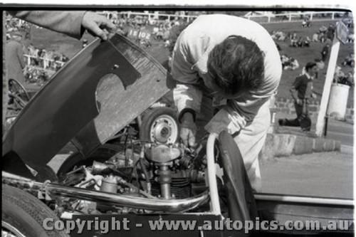Geelong Sprints 28th August 1960 - Photographer Peter D'Abbs - Code G28860-18