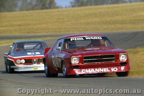79011 - Phil Ward Holden Monaro and T. Edmondson Alfa Romeo Alfetta - Oran Park 1979