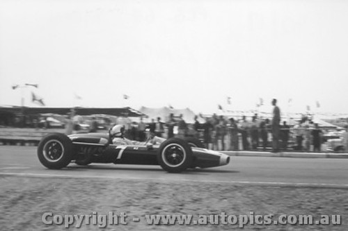 64509 - Bruce McLaren Cooper Climax  - Tasman Series Sandown 1964