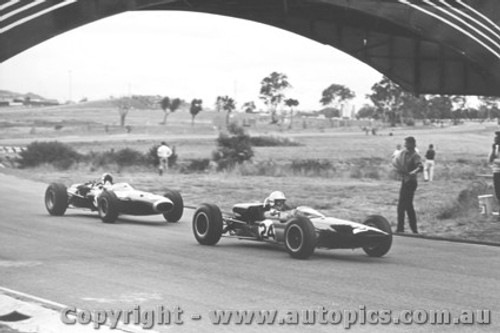 66526 - I. Cook Elfin and J. Stewart BRM - Sandown 1966
