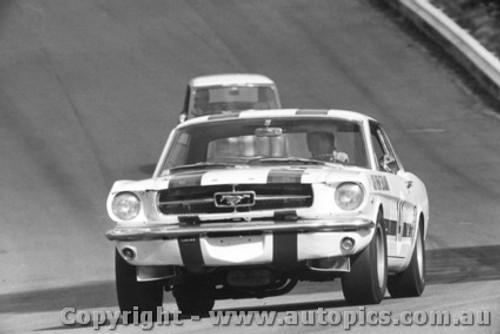 68055 - R. Coppins Mustang - Catalina Park Katoomba 1968