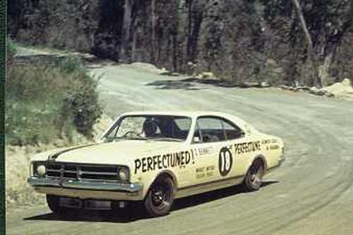 68161 - Dave Bennett - Holden Monaro - Lakeland Hillclimb December 1968