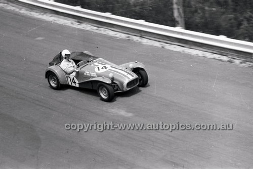 A. Ahrenfeld, Lotus Super 7 - Catalina Park Katoomba - 8th November 1964 - Code 64-C81164-2
