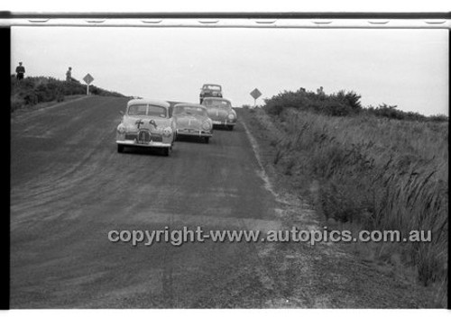 D. Leonard, Hoden FX - Phillip Island - 27th October 1957 - Code 57-PD-P271057-044
