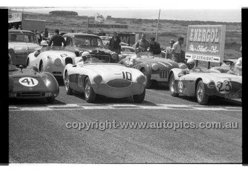 #23 W.F. Coad, Vauxhall Special, J. Roxburgh, Austin Healey 100SPhillip Island - 26th December 1957 - Code 57-PD-P261257-010