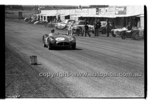 P. England, ausca - Phillip Island - 26th December 1957 - Code 57-PD-P261257-012