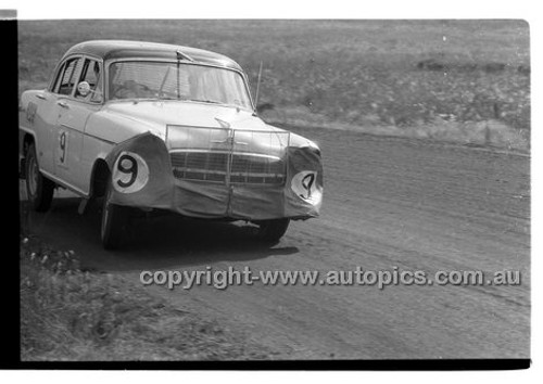 L. Kingsley, Repco Holden - Phillip Island - 26th December 1957 - Code 57-PD-P261257-024