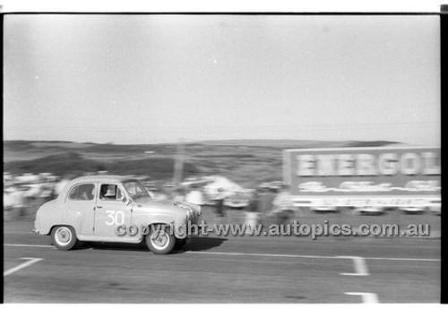 B. Muir, Austin A30 - Phillip Island - 26th December 1958 - 58-PD-PI261258-065