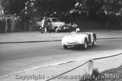 58412 - Peter Manton  Austin Healey Sprite - Albert Park 1958
