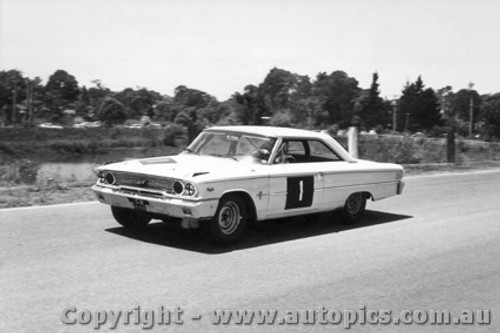 64014 - G. Baillie /  L. Davison  Ford Galaxie -  Sandown 6 Hour International  29th November 1964