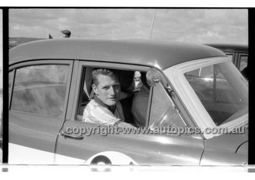 John Reaburn, Holden - Phillip Island - 13th December  1959 - 59-PD-PI231259-145