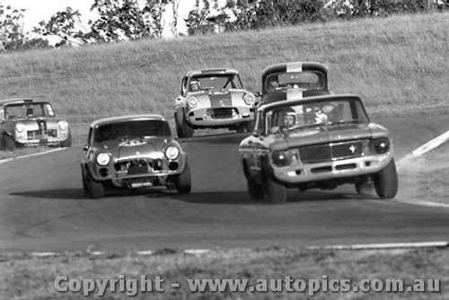 68066 - B. Lawler Ford Falcon V8 / L. Manticas Buckle LMS Mini - Oran Park 1968