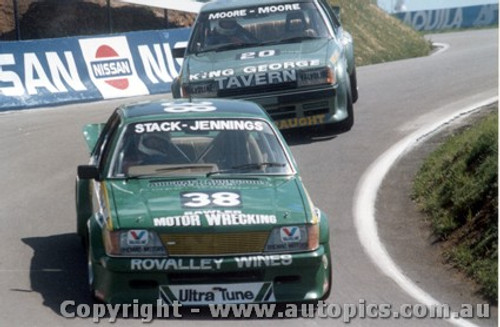 83734 - B. Stack /  B. Jennings  Holden Commodore VH  J. Moore / G. Moore Ford Falcon XE - Bathurst 1983